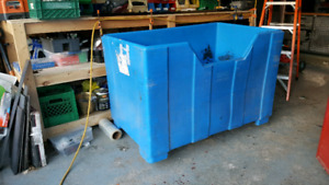 Large industrial container Bin with wheels