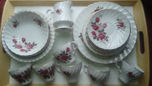 Set de vaisselle Wood and Sons England-Rose Royale- 34 morceaux