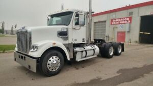 2015 Freightliner 122SD Day Cab