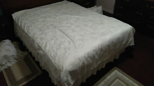 White Table Cloth – Used – Excellent Condition