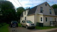 Half Duplex, Close to Vic park and d.town heat inc. 3drm