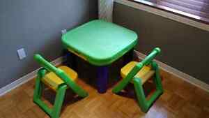 Kids table with 2 chairs
