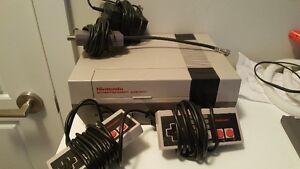 Nintendo NES Console System With 2 Controllers