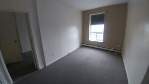 1 bedroom in STUDENT BUILDING $775 all included