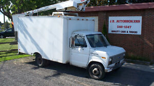 1989 Ford E-350 - 12' Cube w/ 32' Bucket and Low Kms!
