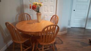 Table pour salle à manger en merisier