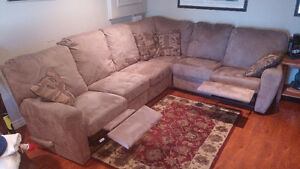 Sectional with dual recliners
