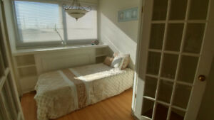 Small Bright Room Female Sheridan College Mclaughlin And Steeles