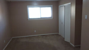 Large 2 bdrm upper level bungalow for rent Strathcona County Edmonton Area image 7