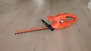 "Black and Decker 16"" Hedge Trimmer"