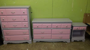 Professionally painted 3 pc dresser set.