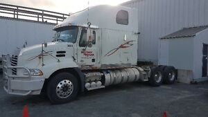 2011 CXU613 Mack Sleeper