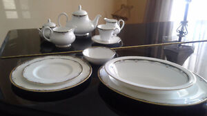 "Royal Doulton ""Rhodes "" Fine bone China Set"