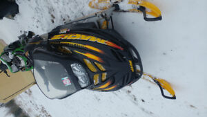 1999 skidoo mach z 800 has rer parting out