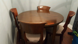 Beautiful detailed Solid wood Kitchen Table with 5 chairs
