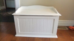 solid white childrens toy box in exc cond delta childrens prod