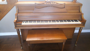 Upright piano/apartment style
