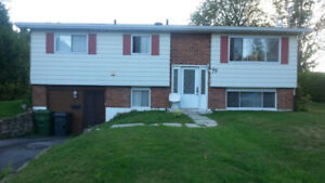 Room for rent in a nice home / Chambre a louer dans une maison