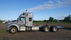 "Kenworth 2016 T880 with 52"" Sleeper"