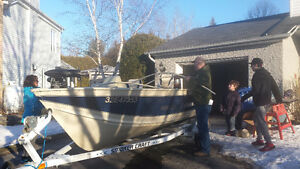 Fishing Boat with side console 16 feet