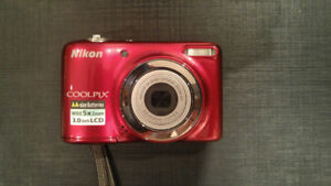 Nikon Coolpix point & shoot digital camera in perfect condition!