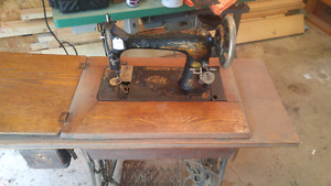 1901 singer sewing machine and original base