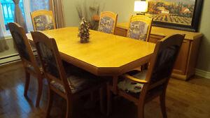 Mobilier de salle à manger et Buffet en chênes  350.00$