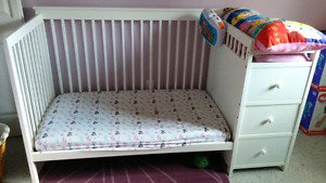 Convertible white crib with change table and shelves