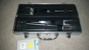 Brand new never used barbecue set with case only $7........
