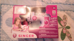 Singer ez stitch beginner sewing machine NIB
