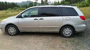 2010 Toyota Sienna Minivan, Van