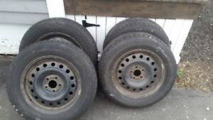 4 blizzak winter tires with steel rims - 215/65R16