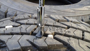 275/70R17 NOKIA WINTER TIRES LIKE NEW