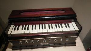Professional Vintage Harmonium