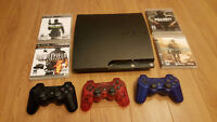 PLAYSTATION 3 SLIM + 3 CONTROLLERS + 4 GAMES