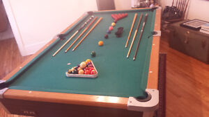 Pool table with set a of cues(6) and balls(billiards and pool)