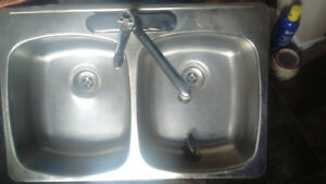Stainless steel sink w taps