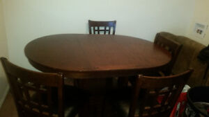 kitchen tabe and chairs