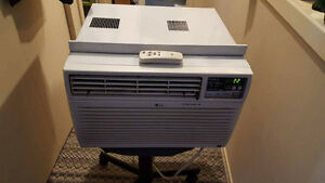 LG Air Conditioner 8000 BTU with   Remote!