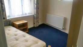 Single room for 1 person, very spacious and cozy room, you'll love it! 10min away from Stratford