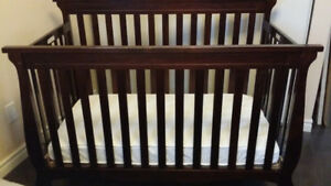 baby crib - 4 in 1 convertable bed