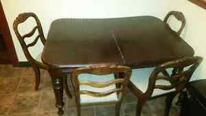 Beautiful antique table with 6 chairs