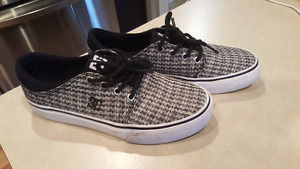 Women's Size 7 DC shoes