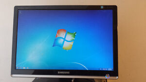 """Used 20"""" SamSung Wide Screen LCD Computer Monitor for Sale Cambridge Kitchener Area image 1"""