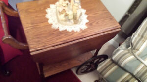 SOLID WOOD CHERRY TEA CART IN EXCELLENT CONDITION