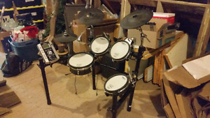 Roland TD-9 Electronic drum set (can deliver to Montreal  area)