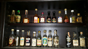 Collection de 135 mini bouteille d'alcool 450$