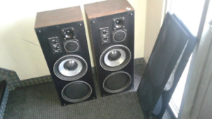 Set of vivid tower speakers 240 watt, will hook up to any stereo