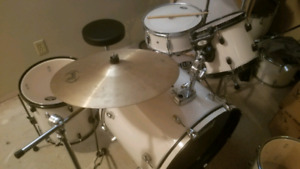 Pearl forum drumset with extras