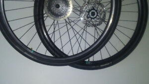 """Wheels 29 """" and tires 29.150 .disques wheels like new"""